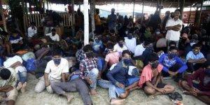 7 ay boyunca denizde sürüklenen 300 Arakanlı mülteci Endonezya'ya ulaştı