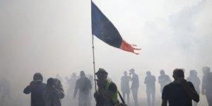 Sarı Yelekler aylar sonra yeniden sokaklara çıktı, Paris'te 222 kişi gözaltına alındı