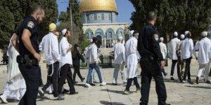 Fanatik Yahudiler, Mescid-i Aksa'ya Baskın Düzenledi