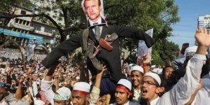 Bangladeş'te 10 binlerce kişi Fransa karşıtı miting düzenledi