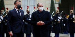Macron, Fransız silah endüstrisinin sadık müşterisi Sisi'yi ödüllendirdi