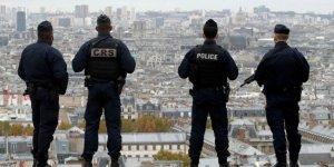 Fransa'da yüzlerce sığınmacı sokağa indi
