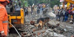 Cenaze töreninde beton gölgelik çöktü: En az 18 ölü