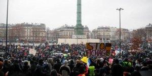 Fransa'da göstericiler yine sokaklara indi