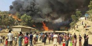 Rohingya mülteci kampında yangın