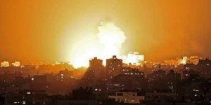 Siyonist İsrail, Gazze'ye hem havadan hem karadan saldırı
