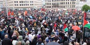 Londra'da binlerce kişinin katılımıyla Filistin'e destek gösterileri