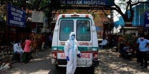 Hindistan'da  son 24 saatte 3 bin 207 kişi öldü