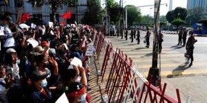 Myanmar'da 230 bin kişi yerinden oldu