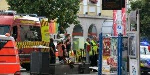 Almanya'da bıçaklı saldırı: Ölü ve yaralılar var