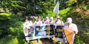 """Bosna'daki ölüm yolunda """"Barış Yürüyüşü"""" başladı"""