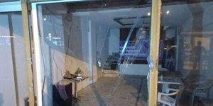 Marmaris'te HDP binasına saldırı düzenledi