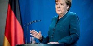 Merkel: Taliban'la diyalog devam etmeli