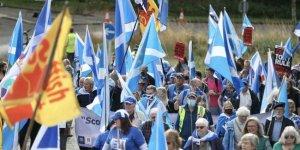 İskoçlardan bağımsızlık yürüyüşü: İngiltere'den boşanmak istiyoruz