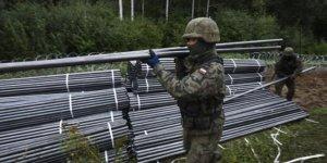 Polonya göçmenlere karşı duvar inşa ediyor