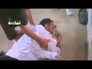Filistinli Bir Babanın İsrail Tarafından Öldürülen Kızına Sarılma